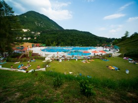 It is located directly above the pool complex of Gorenjska Beach.
